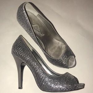 Sparkly open-toed Heels